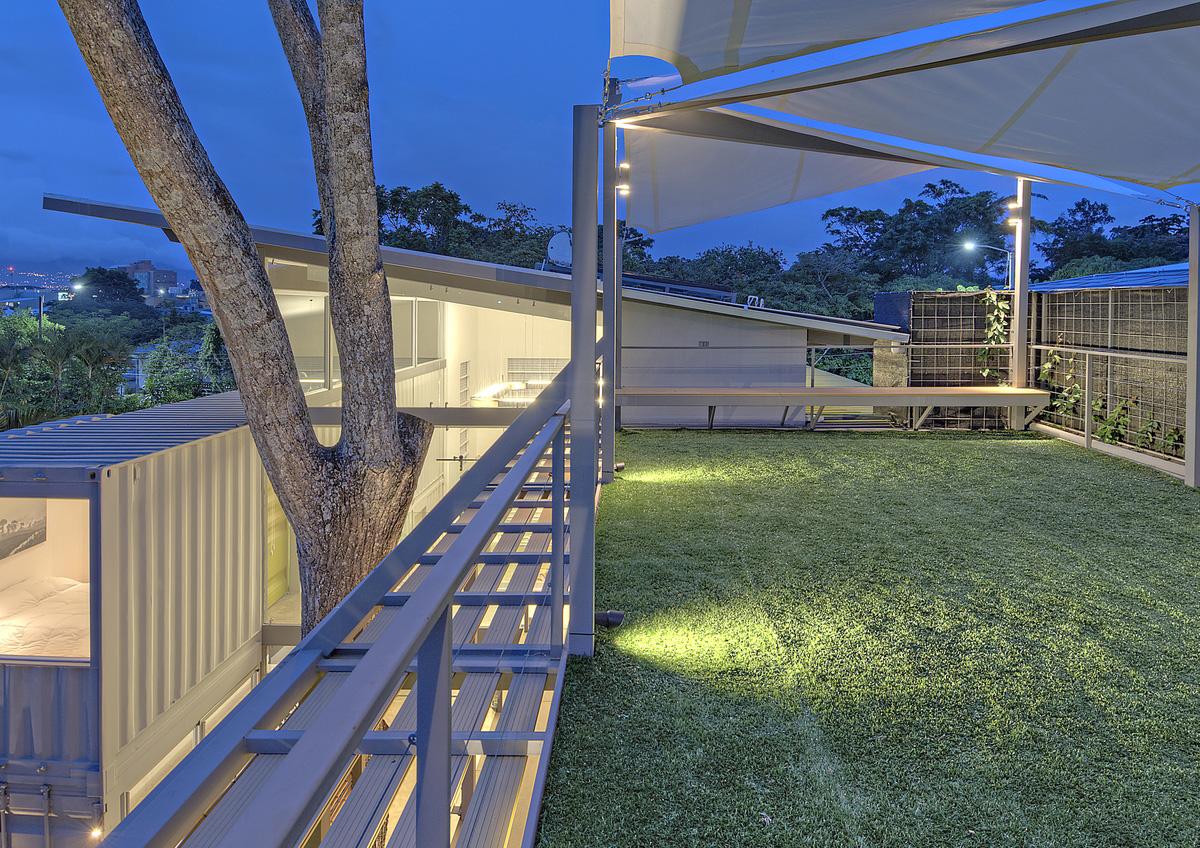 stunning-2-story-home-8-shipping-containers-2
