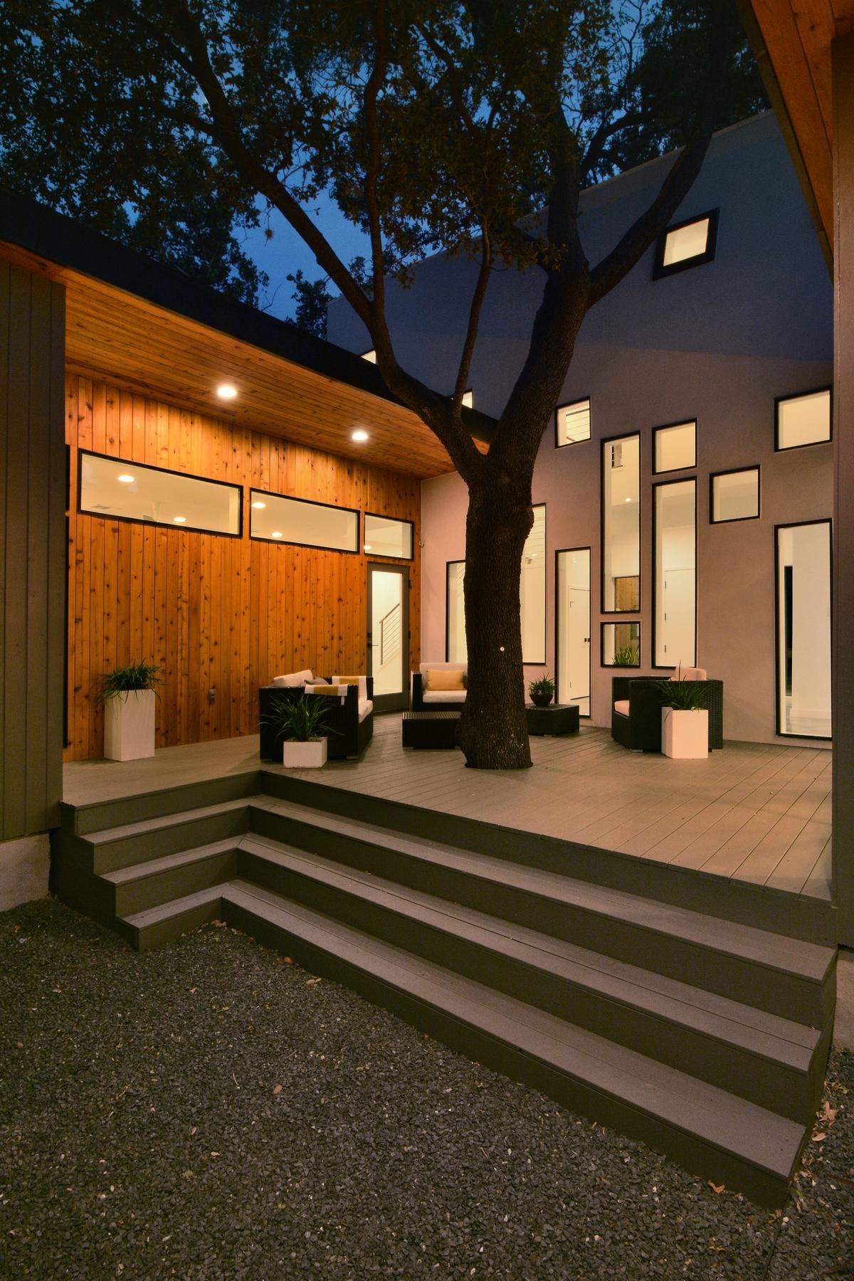 u-shaped-home-trees-passive-light-shade-10