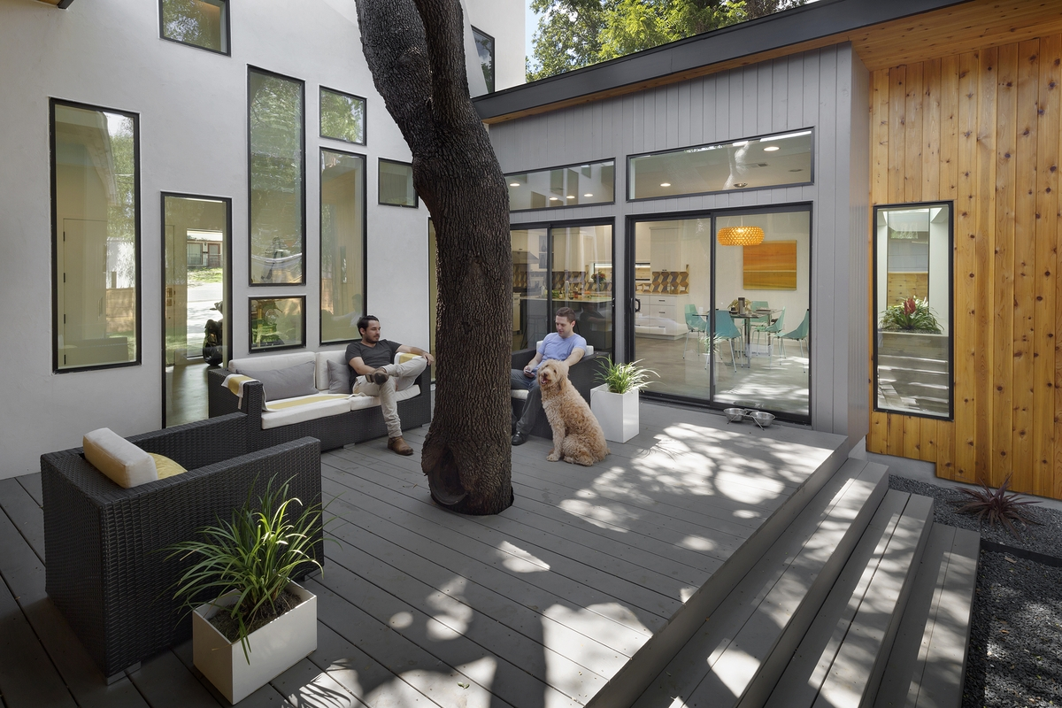 u-shaped-home-trees-passive-light-shade-11