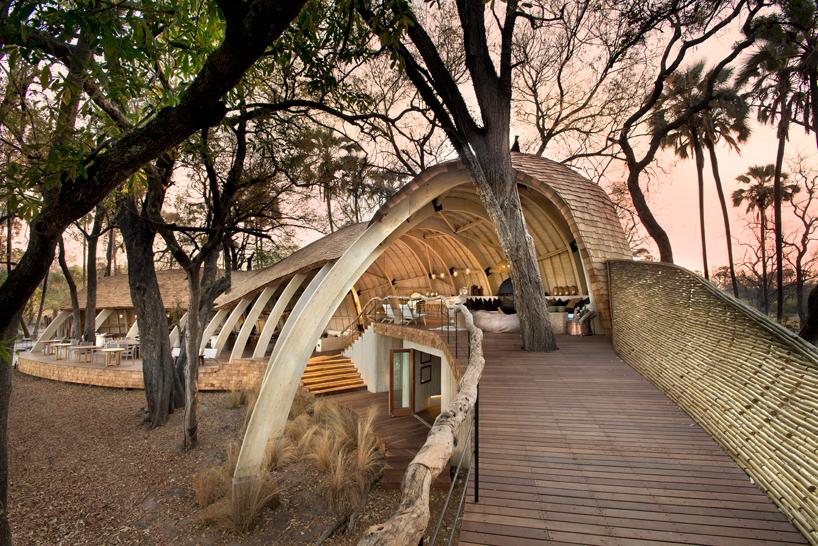 nicholas-plewman-architects-sandibe-okavango-safari-lodge-designboom-02