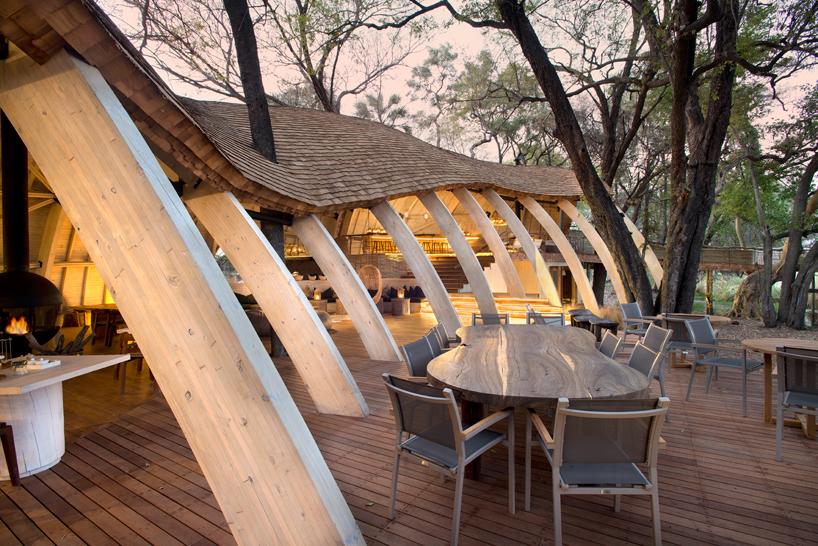 nicholas-plewman-architects-sandibe-okavango-safari-lodge-designboom-03