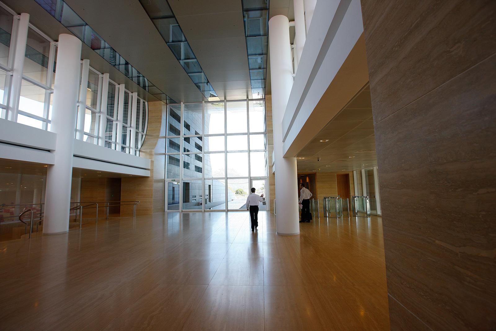 the-mauritius-commercial-bank-ebene_jean-francois-koenig-lobby