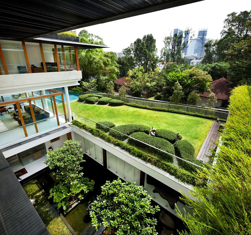 Modern House With Zen Garden And Green Roof: THE TROPICAL DALVEY ROAD HOUSE IN SINGAPORE BY GUZ