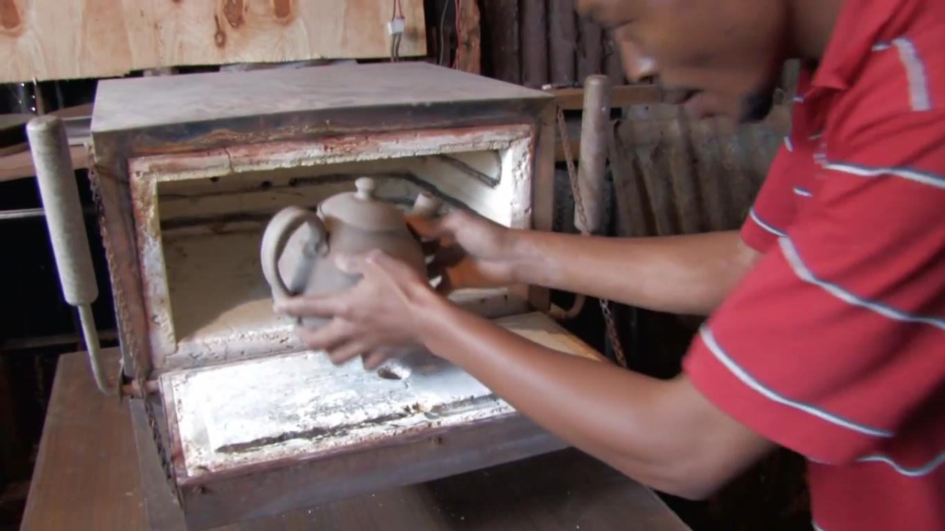 kenyas-tope-creations-making-glazed-crockery-10