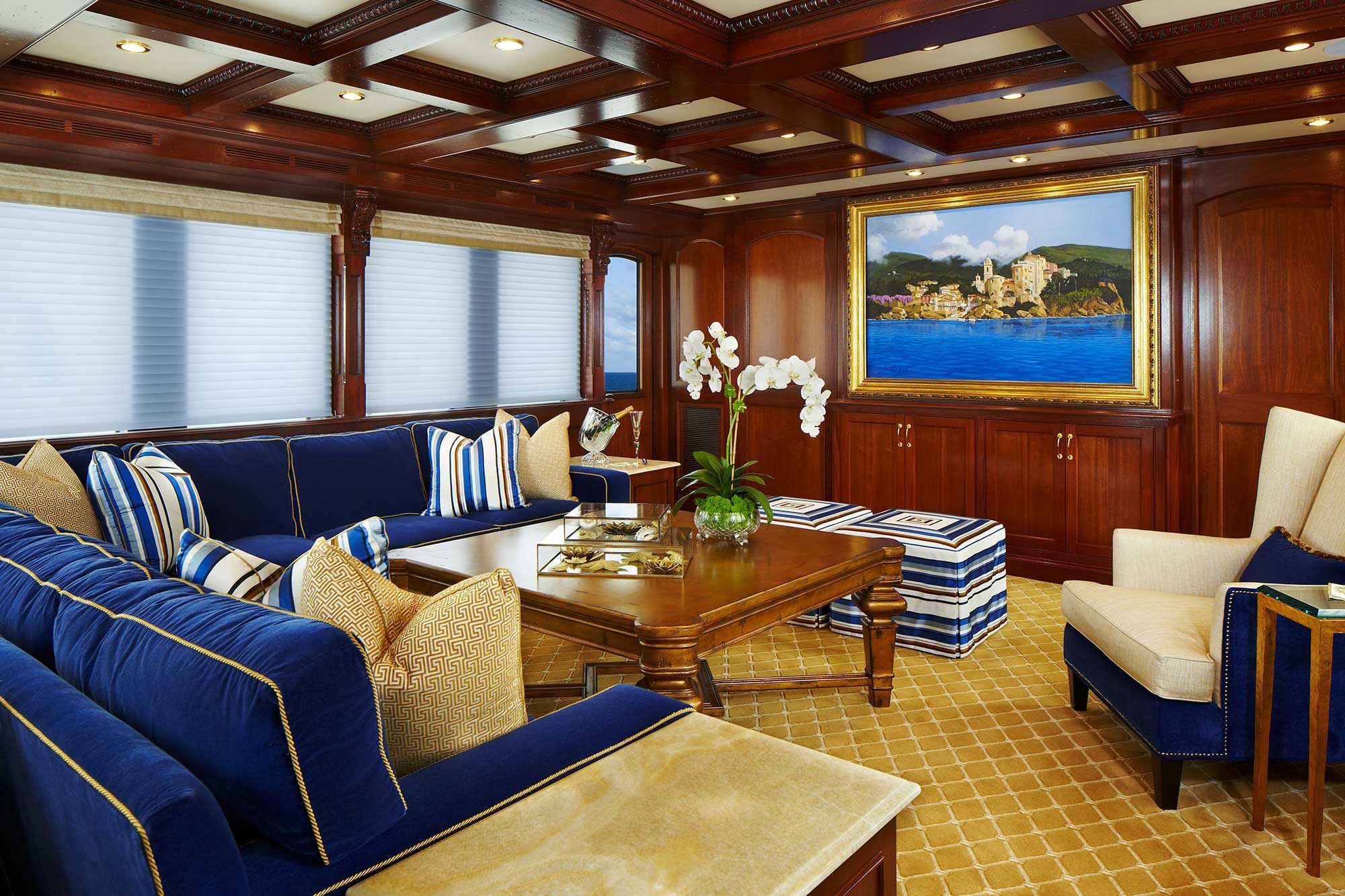 bread-yacht-interior-7-salon