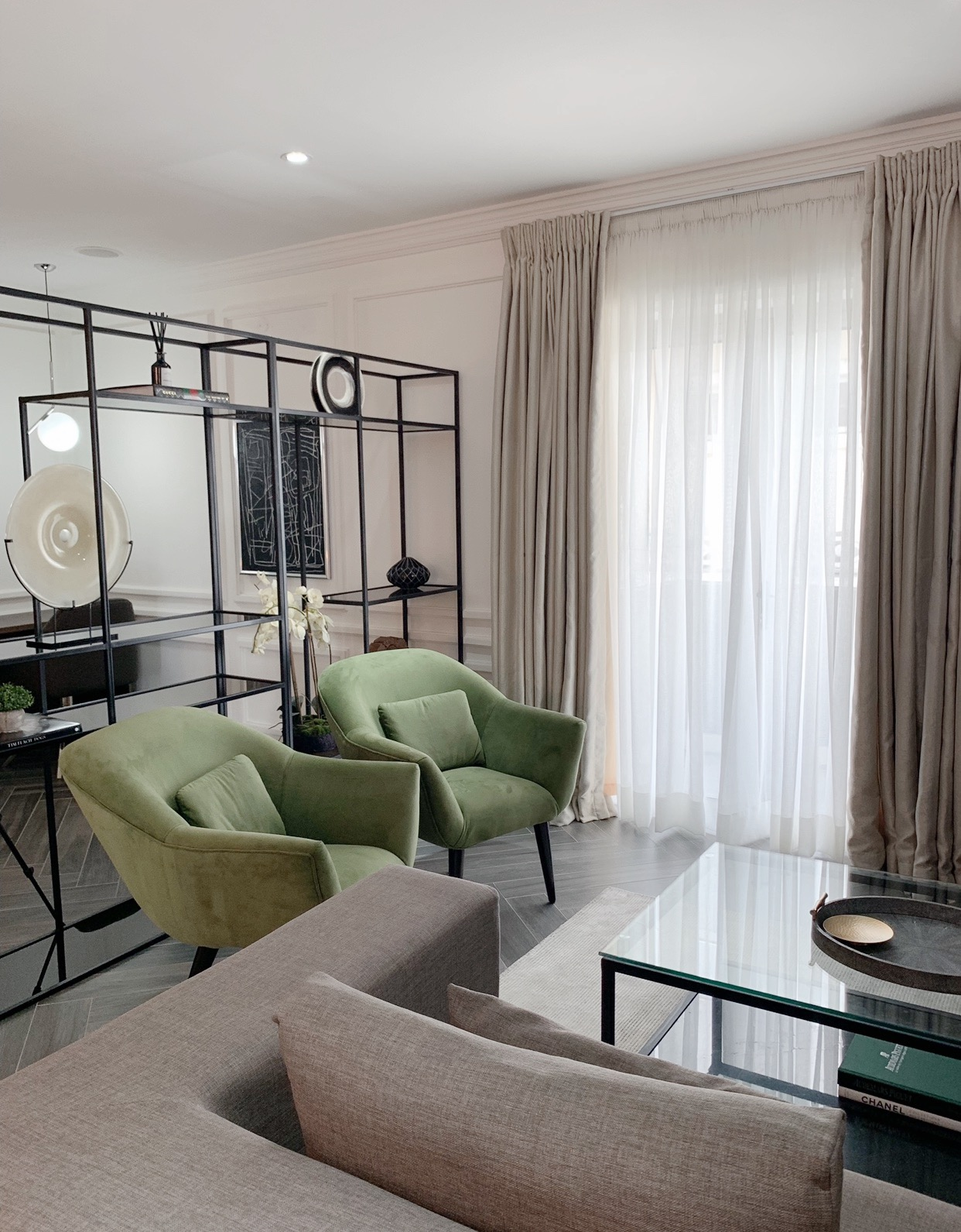 An apartment with vintage and modern features in Lagos by Studio Emodi.