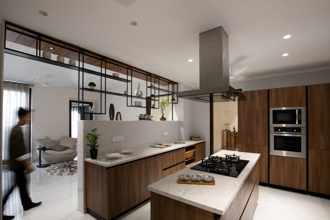 Penthouse Pāfekuto: 2 High-rise Apartments refitted to house a luxury penthouse.