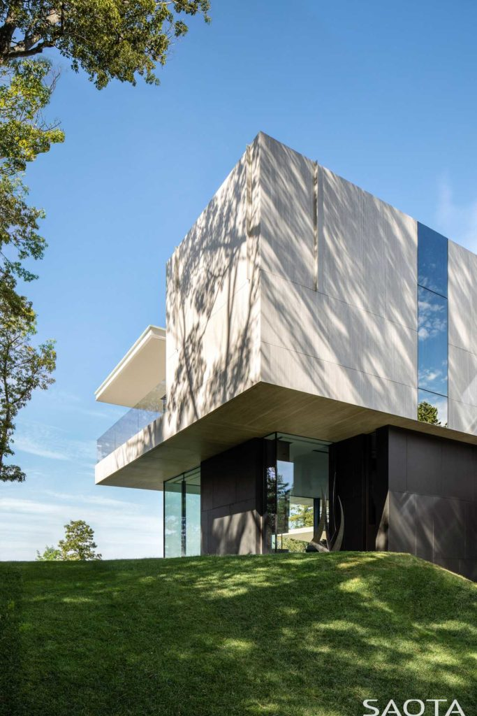 Summer-house-at-Lake-Huron-Bank-designed-by-SAOTA